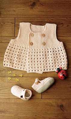 Free Pattern  Ravelry: Fine Merino Baby Shoes pattern by Pierrot (Gosyo Co., Ltd)