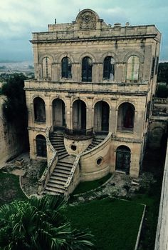 Abandoned building in Rabat Malta. [Given the size of the country, there cannot be many abandoned buildings in Malta. Abandoned Buildings, Abandoned Castles, Old Buildings, Abandoned Places, Architecture Old, Beautiful Architecture, Beautiful Buildings, Classical Architecture, Old Mansions