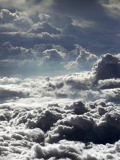 Il cielo sopra le nuvole! Auguri di molto cielo per tempi migliori!