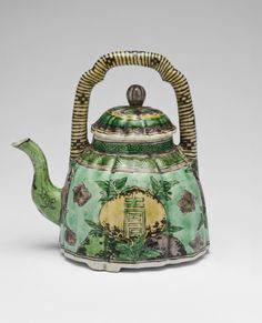 Teapot Artist/maker unknown, Chinese Qing Dynasty (1644-1911) Kangxi Period (1662-1722)