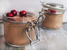 Dieses Mousse au Chocolat geht ganz fix und wird mit einem großzügigen Schluck Baileys abgerundet. So lecker kann Sündigen sein.