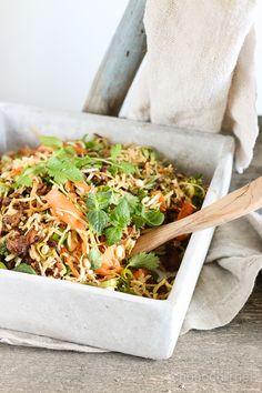 Vietnamilainen nyhtökaura-nuudelisalaatti