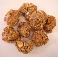 Apple Cinnamon Horse Treats  Use Mini Muffin Pans - greased  *equal parts Wheat Flour and Oatmeal  I did 1.5 Cups of each to make about 36 treats  *Flax seed meal  *1/2c brown sugar  *tsp cinnamon   *chopped dried apples  *water as needed