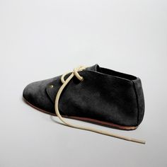 Handmade minimal barefoot style chukka/desert boot in black. Desert Boots, Barefoot, Minimalism, Oxford, Trending Outfits, Unique Jewelry, Handmade Gifts, Men, Vintage