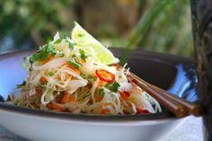 WOW... Hur gott som helst! Riktigt fräsch och enkel asiatisk sallad som tar 5-10 minuter att göra! Syrlig, frisk och smakrik coleslaw med asiatiska smaker... Ni måste testa den här. Passar att...