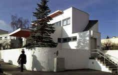 """""""Hans Scharoun""""-Haus: Architekten des Hauses in der Weißenhofsiedlung auf dem Stuttgarter Killesberg, die 1927/28 entstand, waren unter anderem Walter Gropius, Mies van der Rohe und Hans Scharoun."""