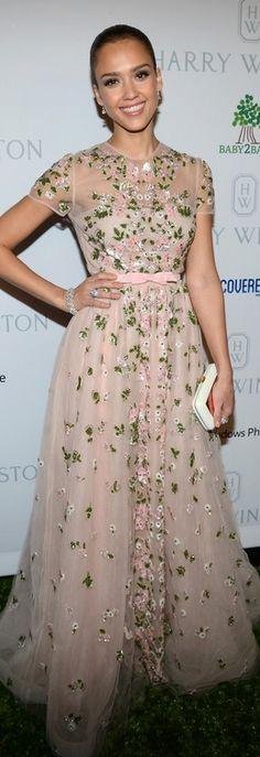 Jessica Alba: Dress – Valentino    Purse – Roger Vivier    Jewelry – Harry Winston