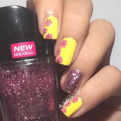 Yellow floral manicure. Yellow nails