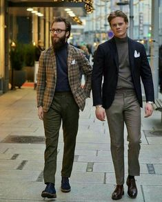 Discover the details that make the difference of the best streetstyle unique people with a lot of style Der Gentleman, Gentleman Style, Blazer Outfits, Casual Outfits, Golf Fashion, Mens Fashion, Style Fashion, Stylish Men, Men Casual