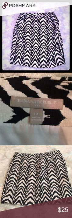 Banana Republic NWOT patterned skirt Banana Republic NWOT patterned skirt. Size 12 Banana Republic Skirts Midi