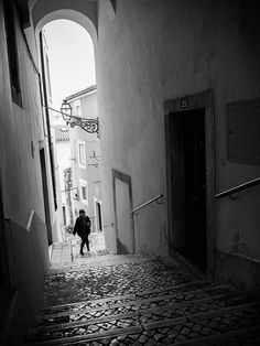Lisboa na Rua  by franciscofernandes, via Flickr #Lisbon #street #photography
