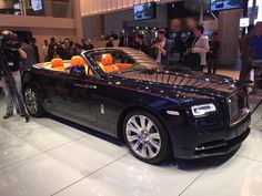 The new Rolls-Royce Dawn was unveiled at Frankfurt Motor Show! Rolls-Royce unveiled the new convertible Dawn – the main competitor of the Bentley Continental GTC. Despite the fact that the design of the car resembles the Wraith, Rolls-Royce stressed that the convertible is a completely separate car. With a Novelty collapsible soft top and a reworked ...