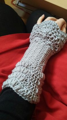 Lacy Crovhet mitts