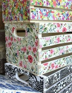 Decoupage Napkin Crates, Framed Cork Boards, and Drawer Shelves is part of Crate crafts - DIY repurposed projects to sell at a vintage market decoupage crates with napkins, framed cork boards, and drawer shelves Decoupage Wood, Napkin Decoupage, Decoupage Furniture, Decoupage Tutorial, Decoupage Ideas, Diy Furniture, Decoupage Drawers, Furniture Online, Modern Furniture