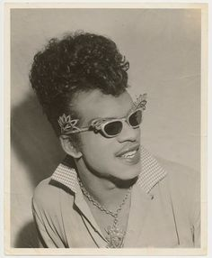 Esquerita is the singer Little Richard modeled his career after. I like them sunnies! Double Trouble Movie, Celebrity Portraits, Celebrity Photos, Music Images, Cat Eyes, Soul Music, Big Hair, Rock N Roll, Vintage Photos