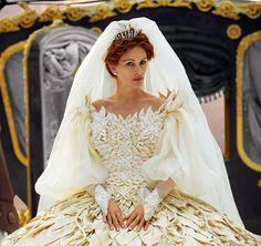 Afbeelding van http://assets-s3.usmagazine.com/uploads/assets/articles/49513-see-julia-roberts-stunning-mirror-mirror-dress/1329327524_julia-roberts-4672.jpg.
