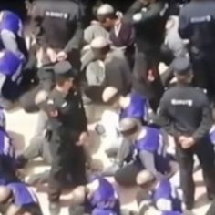 Menteri Luar Australia, Marise Payne menyifatkan rakaman ratusan tahanan lelaki di China yang ditutup mata dan kaki mereka dirantai sebagai sangat mengganggu.  #tahanan #sinarharian #China #australia Motion Video, Australia, China, Concert, Concerts, Porcelain