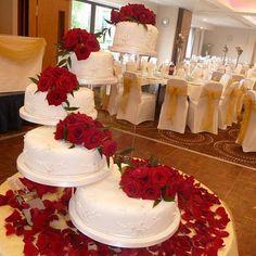Beautiful ! #nigerianwedding #cakes #weddingcakes #nigerianweddingpictures #separatetiercakes #beautifulcakes