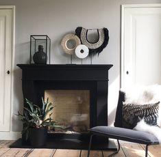 Black Fireplace Surround, Fireplace Surrounds, Fireplace Mantle, Fireplace Design, Living Room Inspiration, Interior Inspiration, Home Living Room, Living Room Decor, Snug Room