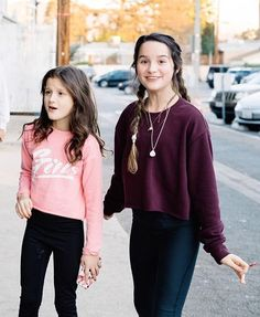 Hayley&Annie Not knowing what to do Julianna Grace Leblanc, Hayley Leblanc, Annie Grace, Annie Lablanc, School Looks, Annie Leblanc Outfits, Johnny Orlando, Jiff Pom, Annie And Hayden