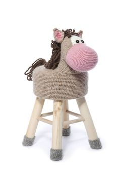 Crochet stool covers you simply have to make Crochet Craft Fair, Crochet Crafts, Crochet Yarn, Yarn Animals, Crochet Animals, Crochet Teddy Bear Pattern, Crochet Patterns Amigurumi, Stool Cover Crochet, Crochet Furniture