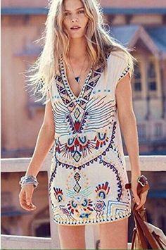 Hippie Vestido corto motivos hippies  Motivos hippies en la parte delantera del vestido, un vestido que combina con el vestido collar de indien.  Un vestido perfecto para sus días y fines de semana.