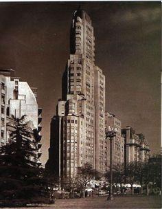 El Kavanagh, primer rascacielos que se levantó en el mundo con estructura de hormigón armado y aire acondicionado. Construído en 1936.  First skyscraper 1936