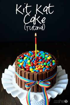Kit-Kat Cake -This Kit Kat Cake recipe begins with chocolate cake. It's surrounded by Kit Kat Candy Bars, wrapped with a ribbon and topped with M&M's Food Cakes, Candy Cakes, Cupcake Cakes, Birthday Cake Alternatives, Cake Recipes, Dessert Recipes, Yellow Cake Mixes, Cake Tutorial, Let Them Eat Cake
