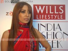 OMG: Pooja Mishra assaults staff in Delhi store, whips out gun http://www.bollywoodmantra.com/news/omg-pooja-mishra-assaults-staff-in-delhi-store-whips-out-gun/19515/…