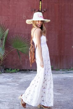 Model and blogger Honeydressing in Marrakech with our minimal & boho MORE collection