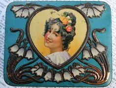 Gorgeous Art Nouveau tin with lady portrait and super by Tinternet Art Nouveau, Art Deco, Vending Machines, Vintage Tins, Tin Boxes, Belle Epoque, My Images, Swirls, Fascinator