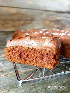 Saftig sjokoladekake i langpanne - Fra mitt kjøkken Recipe Boards, I Love Food, Tiramisu, Banana Bread, Food Porn, Food And Drink, Baking, Ethnic Recipes, Desserts