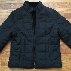 ⬇️ Reversible 2in1 Weatherproof Puffy Fleece Coat Like-new warm black coat is completed reversible and can be worn as a puffy quilted jacket or as a cozy fleece. Both sides have pockets to warm your hands. Brand is Weatherproof, Size Medium but could also fit a Large. Purchased from Costco a few years ago. Weatherproof Jackets & Coats Puffers