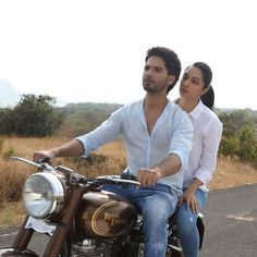 Sunday(yesterday) business of Shahid Kapoor and Kiara Advani starrer is Crore. Bollywood Couples, Bollywood Stars, Bollywood Celebrities, Bollywood Actress, Indian Celebrities, Bollywood Music Videos, Bollywood Pictures, Shahid Kapoor, Kareena Kapoor Khan