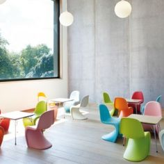 LIbrary design, Children's Room Library Decor With Colorful Kids Chairs And Large Windows: Children library design decorating ideas with playing spaces Pantone, Kids Library, Library Design, Library Room, Modern Kids Furniture, Furniture Design, Modern Chairs, Office Furniture, Chaise Panton
