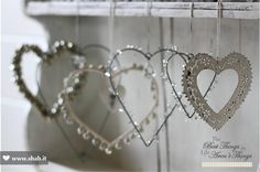 Crazy for Hearts! <3  Tutti gli oggetti mostrati sono disponibili nella sezione ACCESSORI DA APPENDERE NELLO STORE ONLINE di Shab:  http://www.shab.it/it/the-shop/accessori-da-appendere    A presto!  Shab | The Best Things in Life Aren't Things
