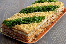 Sałatka warstwowa z tuńczykiem - na krakersach | Kuchnia na Wypasie Avocado Toast, Sandwiches, Curry, Food And Drink, Salad, Breakfast, Recipes, Grill, Impreza