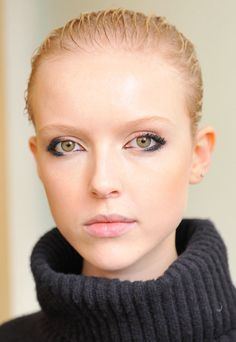 Fall Winter 2017 Makeup Trends partial eyeliner