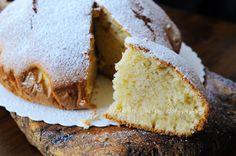 Torta leggerissima soffice e veloce alla vaniglia, dolce da merenda o colazione, torta semplice, ricetta facile ottima per i bambini, senza burro, senza lattosio