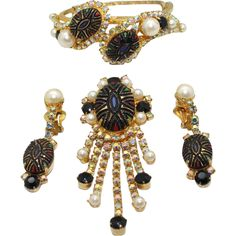 Gorgeous and very rare Juliana (D&E) parure of clamper bracelet, dangle brooch and dangle earrings.  This set features black mosaic cabochons accented