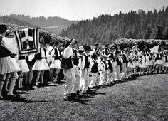 Λεύκωμα: ΗΠΕΙΡΟΣ ΚΩΣΤΑΣ ΜΠΑΛΑΦΑΣ Great Photographers, Back In The Day, Like You, Greek Costumes, Greece, Dolores Park, Memories, Dance, Black And White