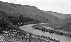 File:Sharp curve near Maupin, Oregon, on the Deschutes River (3226998502).jpg