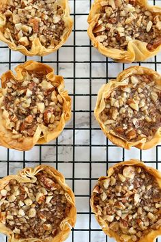 Minute Bites No time for the traditional baklava recipe or maybe you want a small batch? This Easy Baklava Recipe is perfect for that!No time for the traditional baklava recipe or maybe you want a small batch? This Easy Baklava Recipe is perfect for that! Köstliche Desserts, Delicious Desserts, Greek Dessert Recipes, Dutch Desserts, Autumn Desserts, Easy To Make Desserts, Holiday Desserts, Plated Desserts, Gourmet