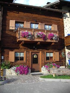 Get the Best Rates at  http://www.lowestroomrates.com/avail/hotels/Italy/Livigno/Chalet-Claudia.html?m=p    With a stay at Chalet Claudia in Livigno (Valtelline Valley), you'll be convenient to Livigno - Tagliede Gondola and Mottolino Gondola. This family-friendly hotel is within close proximity of Teola Pianoni Bassi Ski Lift and San Rocco Ski Lift.  #ChaletClaudia #Livigno #SkiResortsItaly