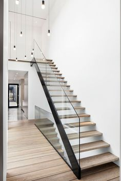 Modern Staircase Design Ideas - The staircase is an extremely essential design component. It's always an appealing feature, whether it has a typical design or an uncommon ... #modernstaircase #staircaseideas #modernglassstaircasedesign