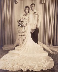 Wedding dresses in the ranged from simple to extravagant. Learn about the history of wedding gowns and view a picture gallery with over 50 pics. Vintage Wedding Photography, Vintage Wedding Photos, Wedding Dresses Photos, Vintage Bridal, Bridal Dresses, Wedding Gowns, Vintage Weddings, Old School Wedding, 1940s Wedding
