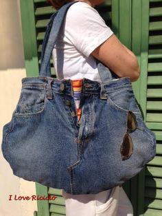 Un classico come la borsa di jeans non tramonta mai secondo me!!! Questa è la mia ultima realizzazione nata dal riciclo di un jeans da uomo Levi's, molto ampia ideale per l'estate non c…