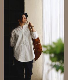 r151113023送料無料対象商品[商品説明]・バンドカラーのプルオーバー。・日本製 厚手綿麻オックスフォード。[素材]麻55% コットン45% 日本  [サイズ]■[メンズM(レディースL)] 身幅110cm/着丈(前)78.5cm/着丈(後)80cm/肩幅44.5cm/袖丈48cm/アームホール48cm/袖口13.5cm/重さ280g■[メンズL(レディースXL)] 身幅114cm/着丈(前)80.5cm/着丈(後)82cm/肩幅45.5cm/袖丈50.5cm/アームホール51cm/袖口14cm/重さ290g[カラー]オフホワイト(1色)