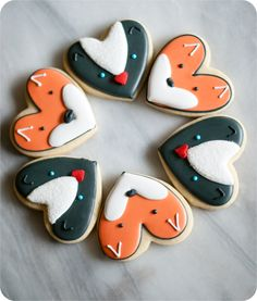 fox and skunk cookies from a heart cookie cutter, simple valentine cookie decorating tutorials | @bakeat350