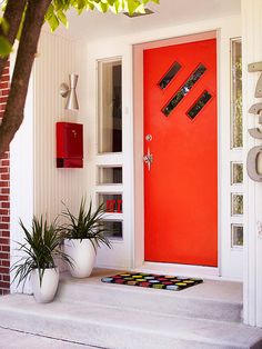 Midcentury Mod Transform a stoic entryway into a spunky greeter with midcentury modern style. A punchy orange door surrounded by retro accents, such as a starburst doorknob, polka-dot doormat, and red mailbox, speak to the modern sensibility. Modern Exterior, Interior And Exterior, Diy Exterior, Interior Design, Exterior Paint, Color Interior, Interior Painting, Red Mailbox, Door Design